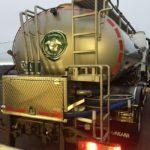 Le lait sera ramassé par le camion de la coopérative.